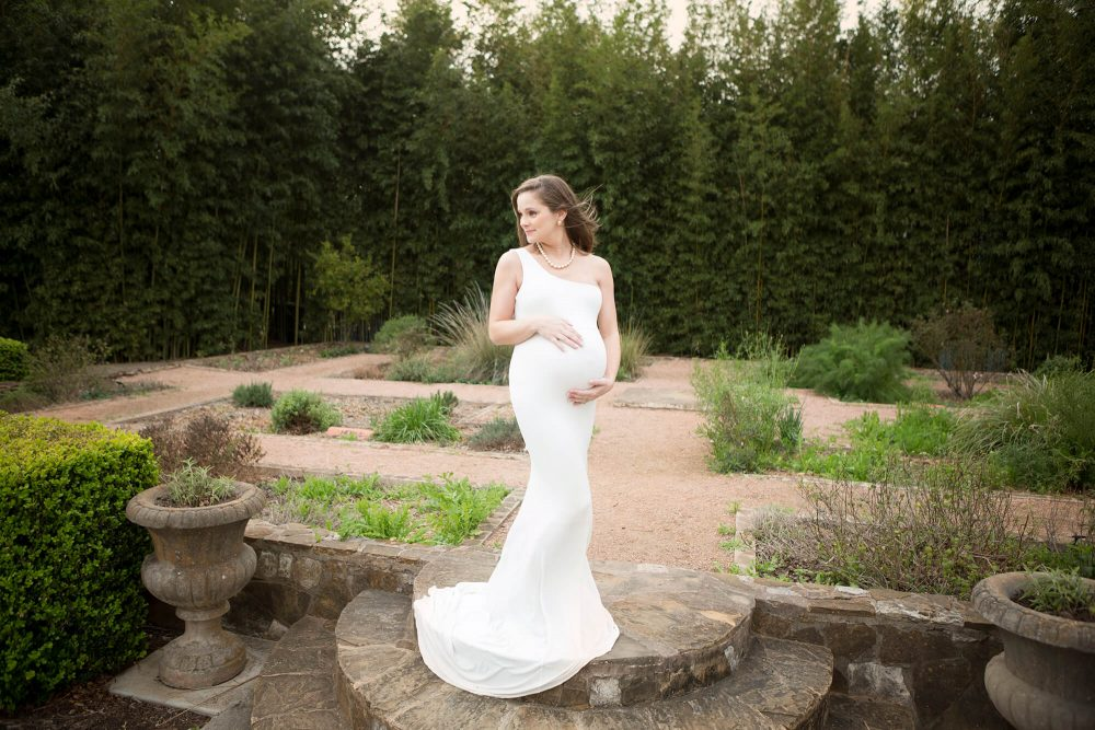 maternity portrait San Antonio landa library white sew trendy gown